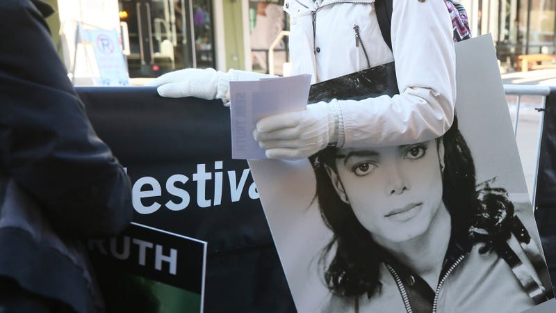 Illustration for article titled Michael Jackson Estate Demands Meeting With HBO, Calls Leaving Neverland 'Shameful'