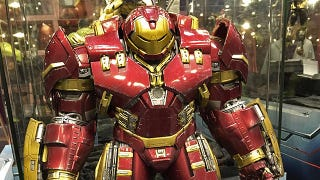 Illustration for article titled Hot Toys' Iron Man Hulkbuster Could Be the Greatest Action Figure Ever