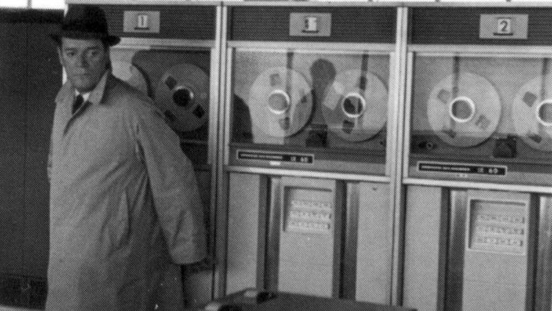 Illustration for article titled Godard pits a noir detective against a proto-HAL