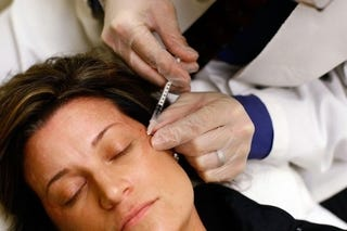 """Illustration for article titled """"Botox Bandit"""" Hits NYC Spa"""