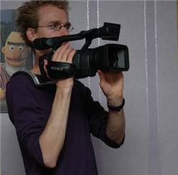 Illustration for article titled DIY camera shoulder rest