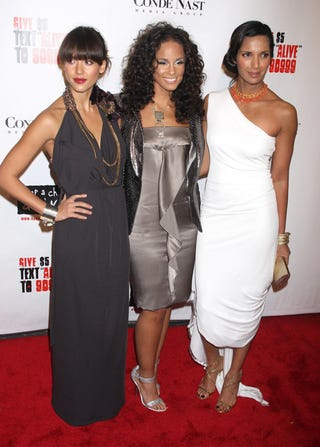 Illustration for article titled Jessica Alba, Alicia Keys, Padma Lakshmi: Someone's Stepping On Someone's Dress
