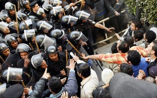 Egyptian protesters clash with police. (Getty)