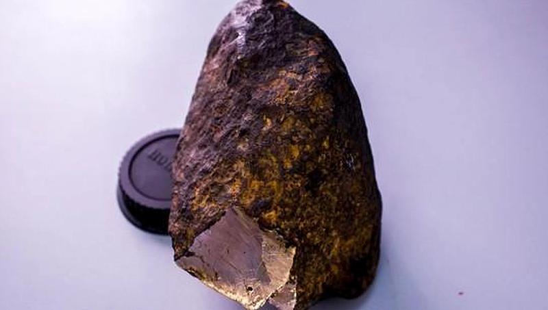 Illustration for article titled Descubren un nuevo mineral extraterrestre de extrema dureza en el interior de un meteorito caído en Rusia