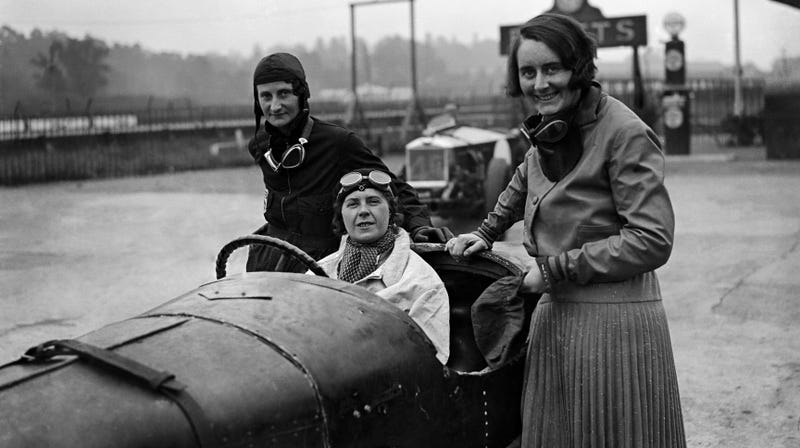 Illustration for article titled Elsie Wisdom Proved That Women Could Have Their Family and Kick Ass at Racing, Too