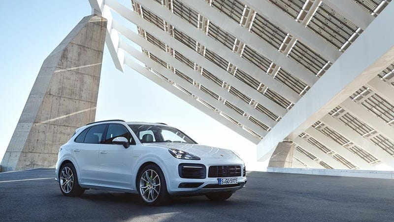 Illustration for article titled The 2019 Porsche Cayenne E-Hybrid Is More Powerful And The First Porsche With 22-Inch Wheels