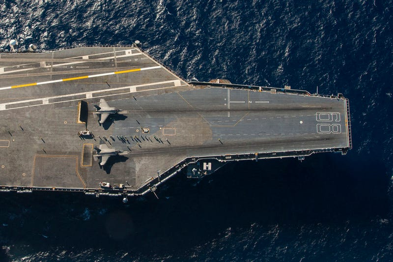 Illustration for article titled Extraordinaryoverheadphoto of two F-35s on anaircraft carrier