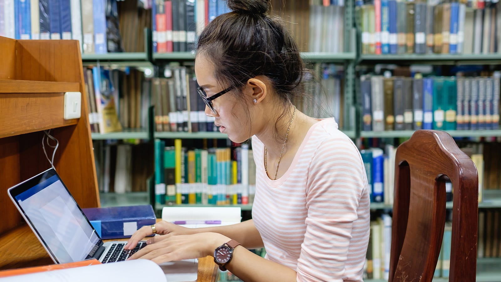 tips on writing a college admissions essay Tips for writing your college admissions essay what you should do: 1 get a head start the earlier you begin preparing your first draft, the more time you have to write, and the less.