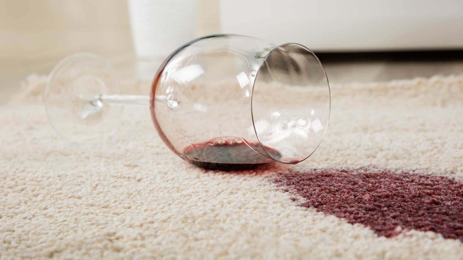 Remove Stains From Your Carpet With Baking Soda and Vinegar