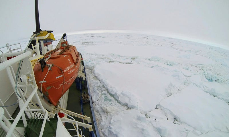 Illustration for article titled Antarctic Expedition Ship is Trapped in Sea Ice