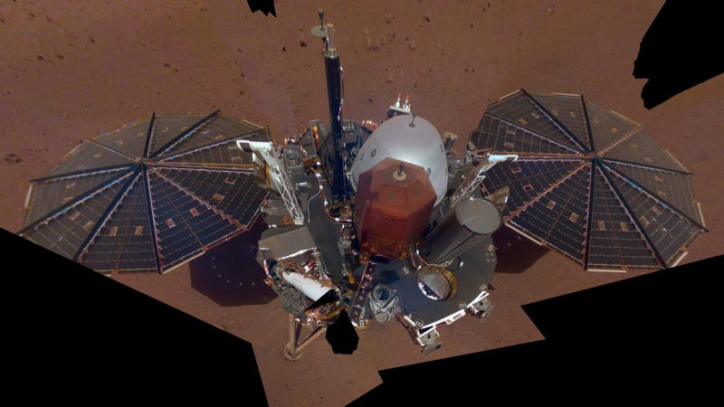 The first InSight selfie on Mars.