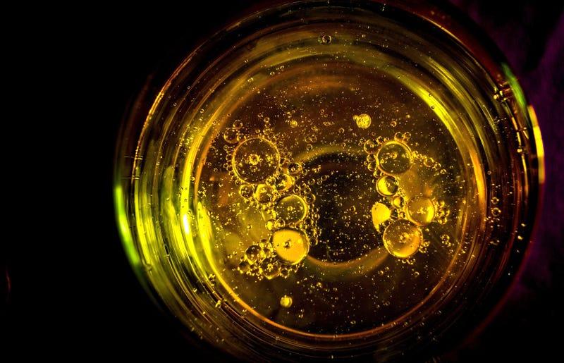 Illustration for article titled Estos son los efectos que sufrirás si sólo tomas bebidas energéticas (o si abusas mucho de ellas)