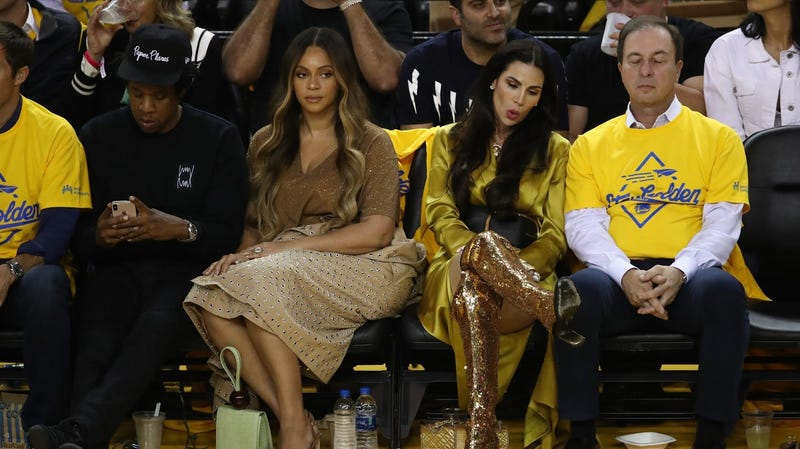 Illustration for article titled Previously Unknown Rich Person Violates Beyoncé's Private Space at NBA Finals