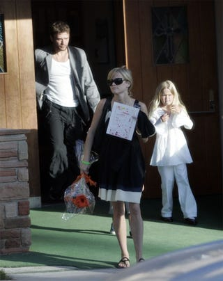 Illustration for article titled Reese Witherspoon Not Trying Very Hard To Hide Her Disgust For Ex-Hubby Ryan Phillippe