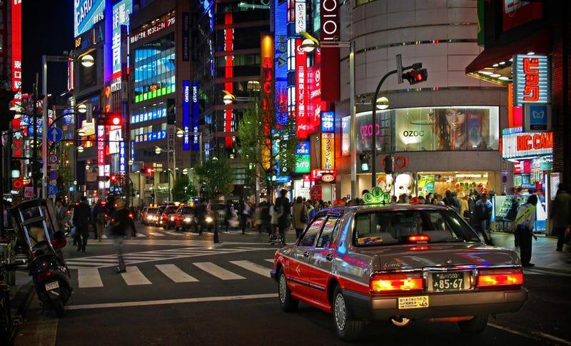 Tráfico en una calle de Tokio. Foto: tokyoform / Flickr, bajo licencia Creative Commons.
