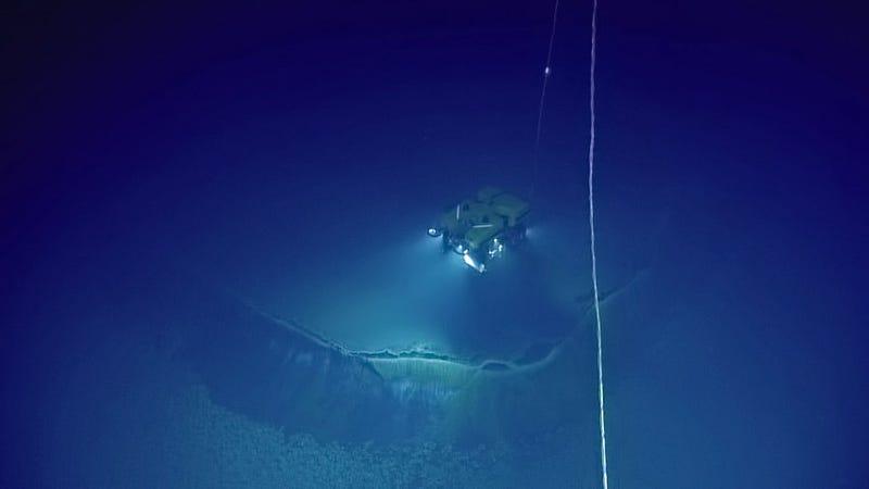 """El sumergible Alvin, al borde del """"Jacuzzi de la desesperación"""". Fotos: Nautilus Expedition."""