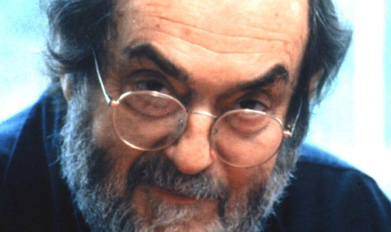 Stanley Kubrick on the set of his final film, Eyes Wide Shut. Image: Warner Bros. via Getty.