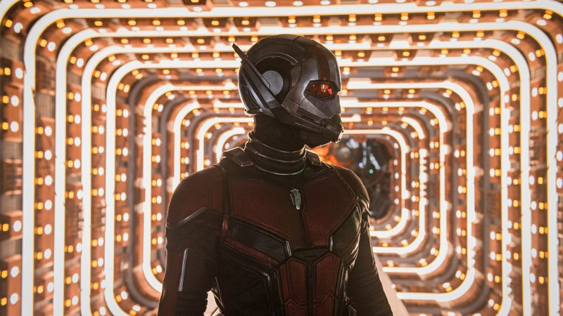 Paul Rudd as Scott Lang in some very complimentary lighting in Ant-Man and the Wasp.
