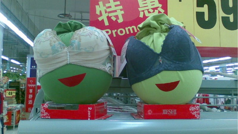Illustration for article titled Chinese Store Displays Are the Best