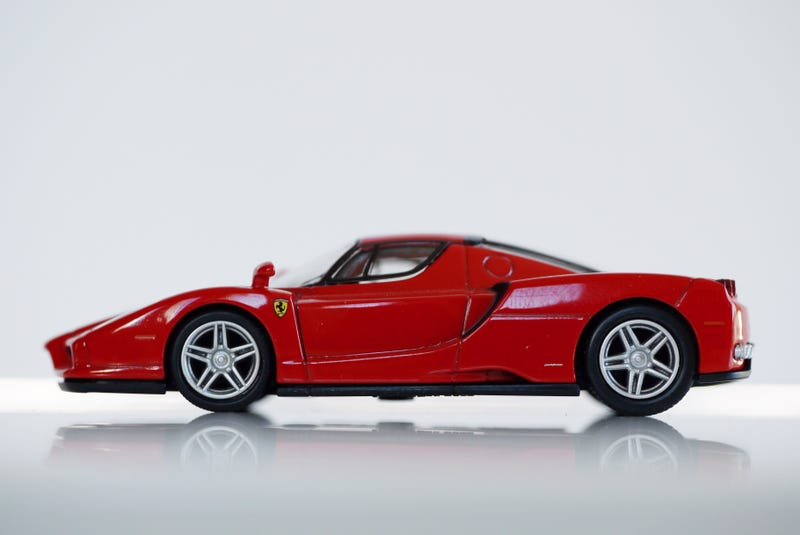 Illustration for article titled Kyosho Ferrari 7 1/64 #50 - Project Prancing Horse #50 - 2002 Ferrari Enzo