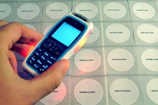 Illustration for article titled Nokia 3220 RFID Phone