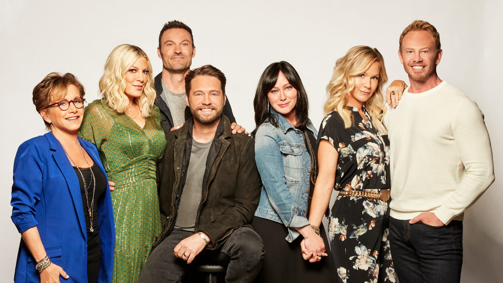 A bunch of writers—including the showrunner—just bailed on the Beverly Hills, 90210 revival