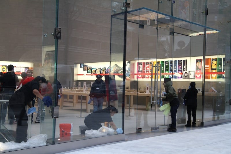 Illustration for article titled Apple Store Gallery