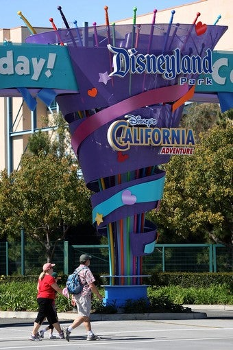 Illustration for article titled Disneyland Employee Files Complaint Over No-Hijab Rule