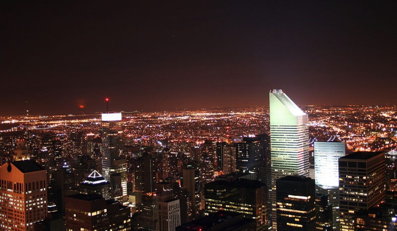 Vista nocturna del Citigroup Center desde el GE Building. Wikimedia Commons