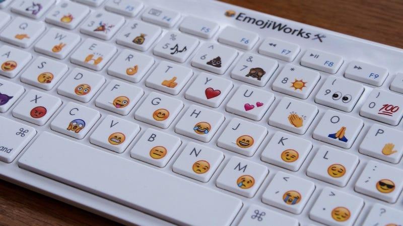 Illustration for article titled Finalmente ha ocurrido: ahora puedes comprar un teclado físico con emoji