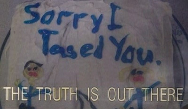 Illustration for article titled The Real Story Behind the 'Sorry I Tased You' Cake [Updated]
