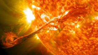 Illustration for article titled This is what a solar flare sounds like here on Earth