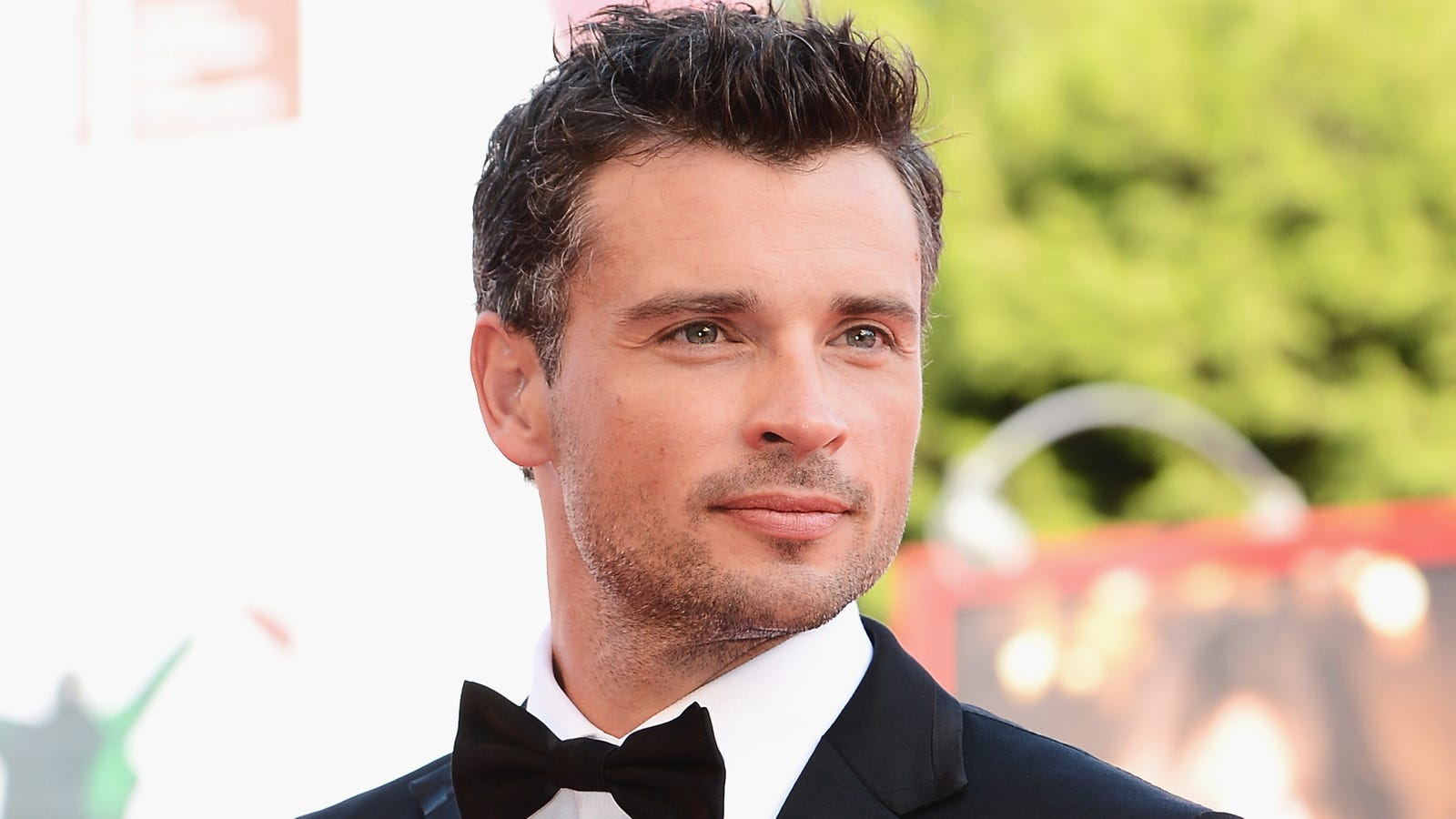 Tom Welling to appear as Smallville's Clark Kent in Crisis On Infinite Earths