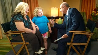 Illustration for article titled Mama June to Dr Phil: Photo of Me with Child Molester Is Fake