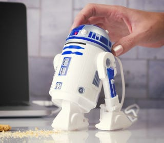 Illustration for article titled This Desk Vac Proves R2-D2's an Awesome Sidekick Even When He Sucks