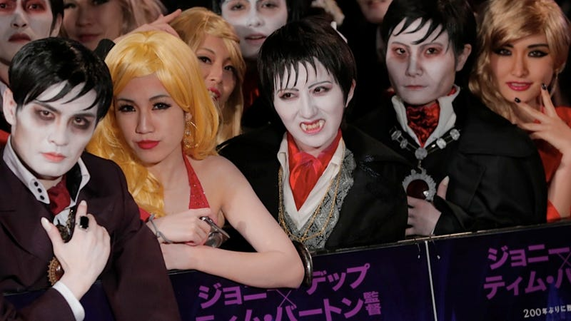 Illustration for article titled This Is What the Spooky, Scary Dark Shadows Premiere Looked Like in Japan