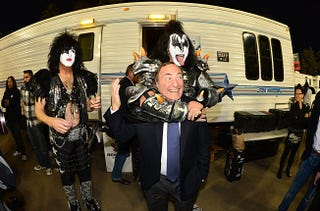 Illustration for article titled Here Is An Important Photo Of Gary Bettman and KISS