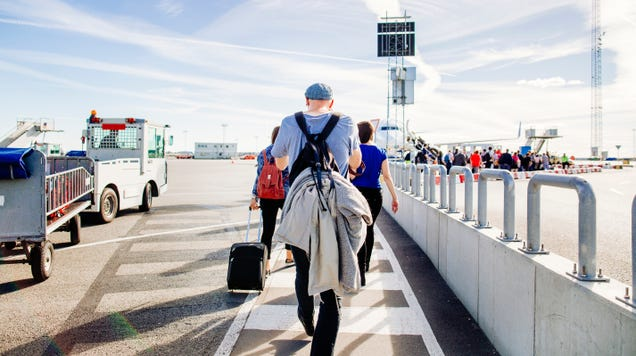 How Do You Dress for Flights Between Hot and Cold Climates?