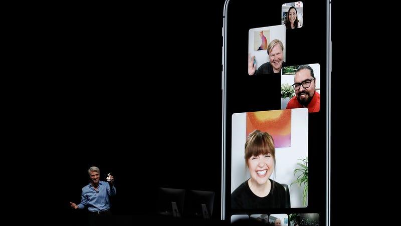 Craig Federighi presenta las videollamadas grupales de FaceTime durante la WWDC de 2018