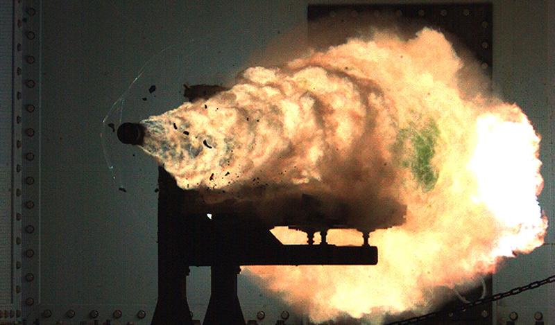 Illustration for article titled Muestran por primera vez en público el nuevo cañón de riel hipersónico