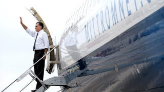 Illustration for article titled How Mitt Romney's Plane Gets Stripped of Mitt Romney Now That He Lost