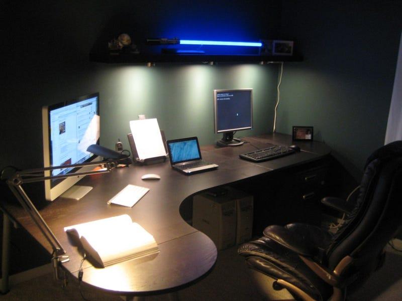 Illustration for article titled The Lightsaber and LEDs Workspace