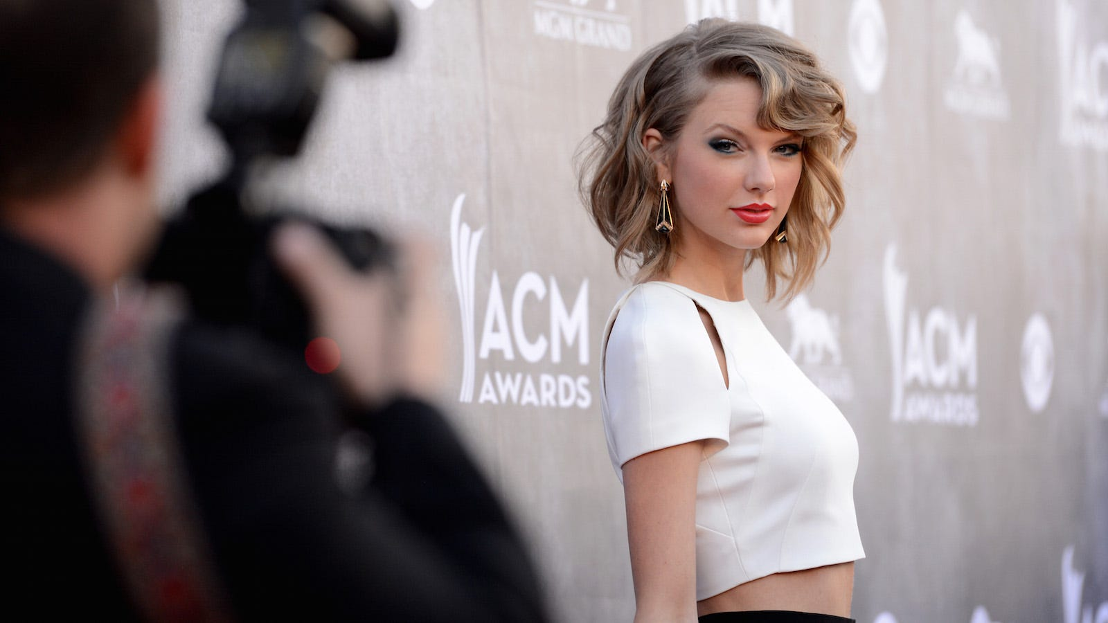 xs8rexh4dbp8s8tx3nfv - Judge Dismisses Taylor Swift Lawsuit While Pouring the Burn Sauce