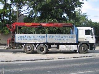 Illustration for article titled Jurácsik Park!!! Na ennél mondjatok csodásabb cégnevet, ha tudtok!