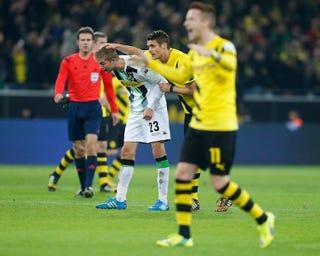 Illustration for article titled Ezzel a bizarr öngóllal tudott nyerni a Dortmund