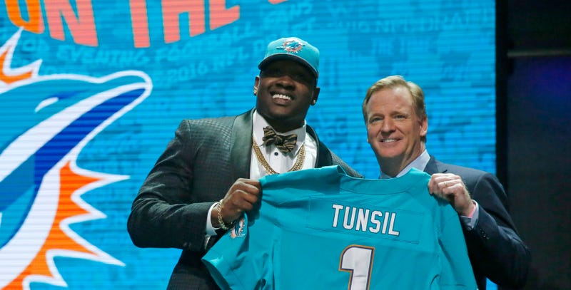 """Illustration for article titled Roger Goodell On Laremy Tunsil Shitshow: """"All Part Of What Makes The Draft So Exciting"""""""