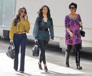 Illustration for article titled Kim Kardashian Doesn't Need No Stinkin' Sunglasses