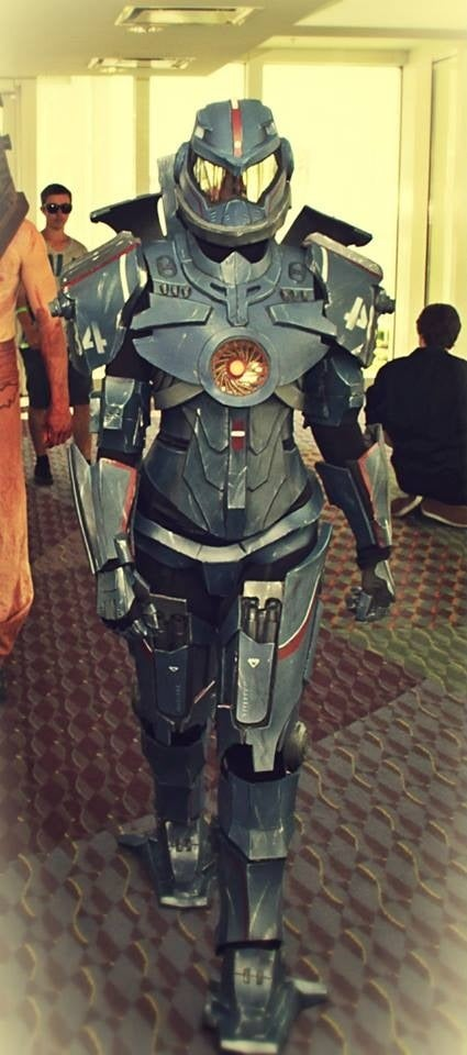 Lady Gipsy Danger Cosplay From Pacific Rim Has Her Own ... Pacific Rim Jaeger Gypsy Danger Sword