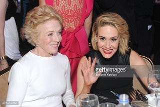 Illustration for article titled Sarah Paulson and Holland Taylor are gal pals???
