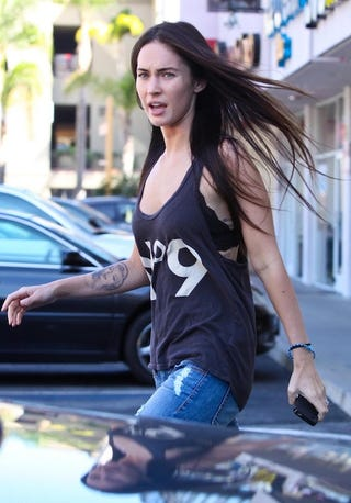 Illustration for article titled A Windswept Megan Fox Looks Pissed At The Paps